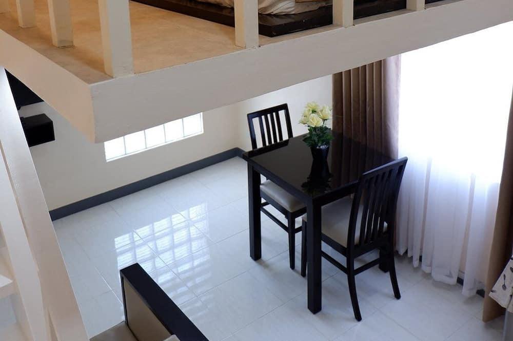 Studijos tipo numeris verslo klientams, 1 labai didelė dvigulė lova - Vakarienės kambaryje