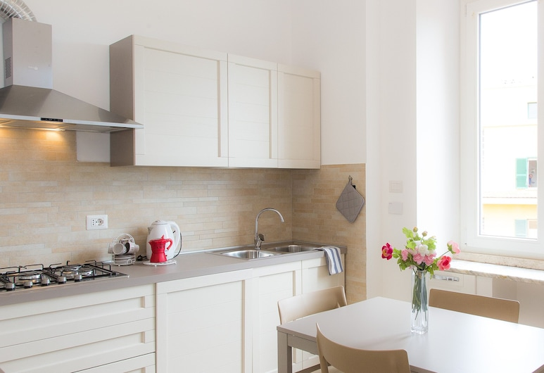 Rental in Rome Taurasia, Rome, Apartment, 2 Bedrooms, In-Room Dining