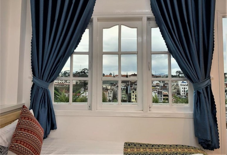 Chau Giang Hotel, Da Lat, Family Room, City View, Guest Room