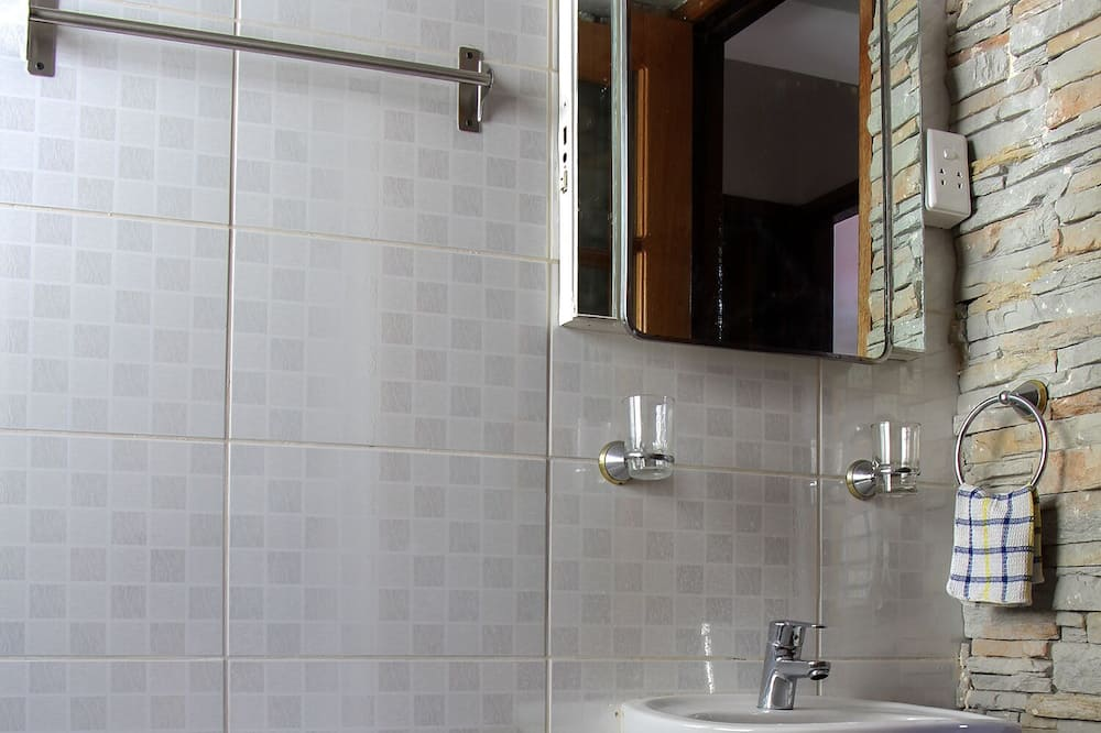 Family Apartment, 3 Bedrooms - Badezimmer