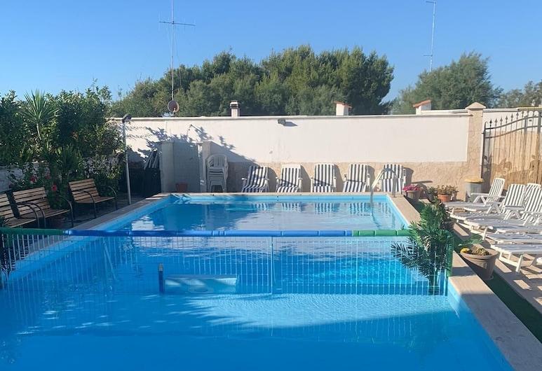 Maison Rinaldi, Bari, Basen