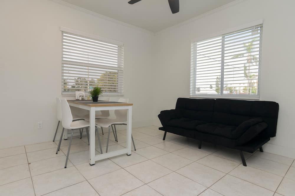 Royal Apartment - Living Room