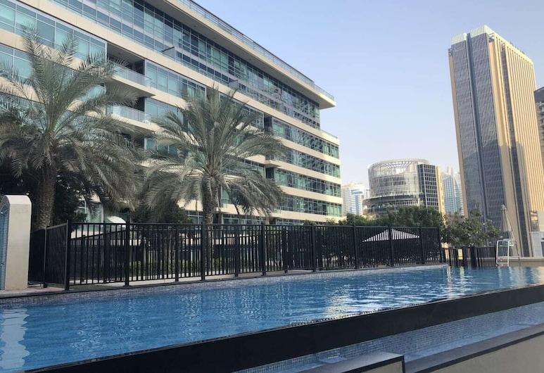 Bright Apartment in the Heart of Marina, Dubai, Pool