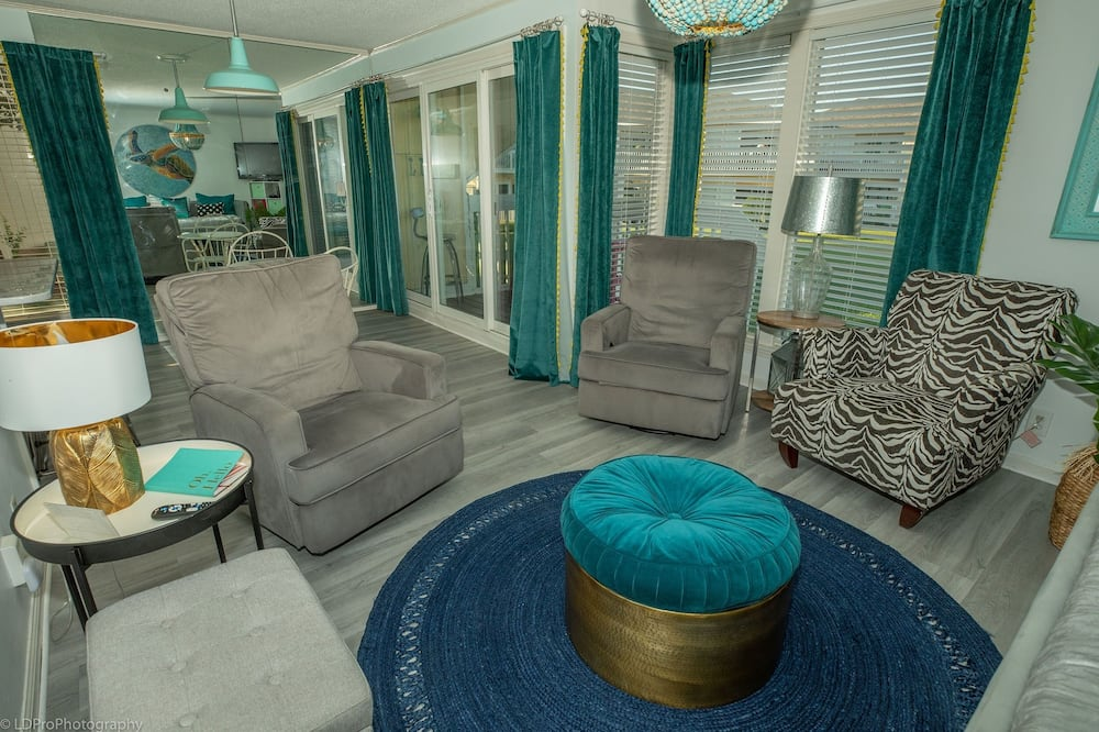 Apartamento em Condomínio Fechado, 1 Quarto - Sala de Estar
