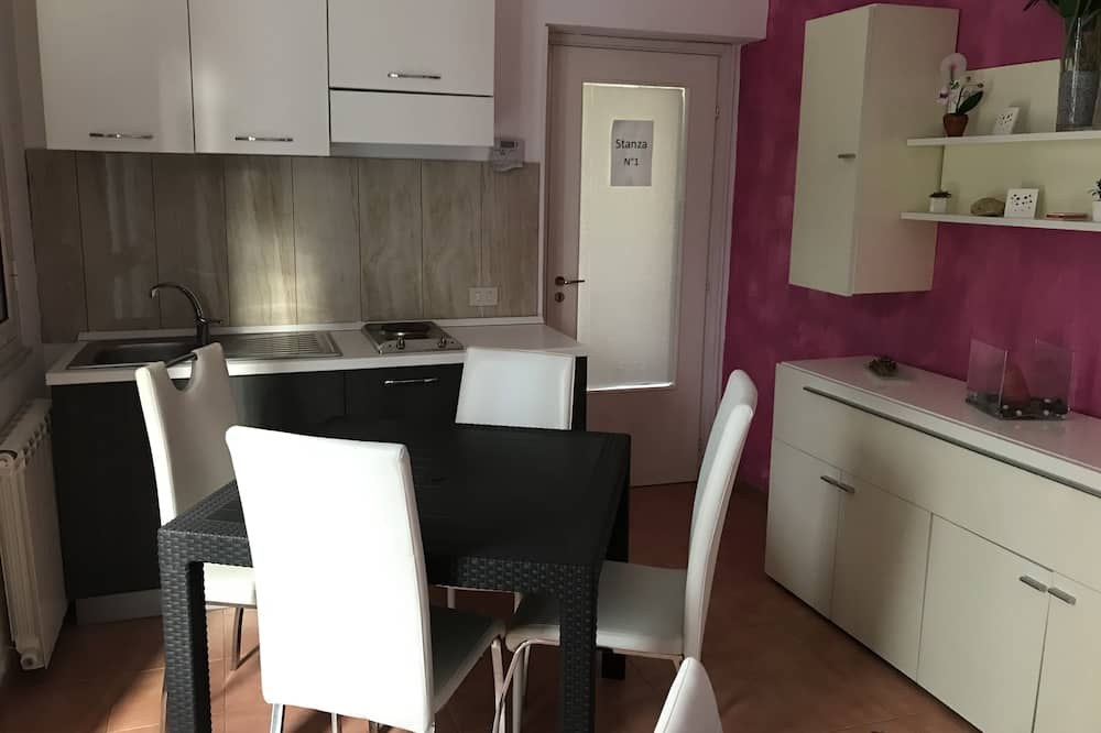 Double or Twin Room - Shared kitchen