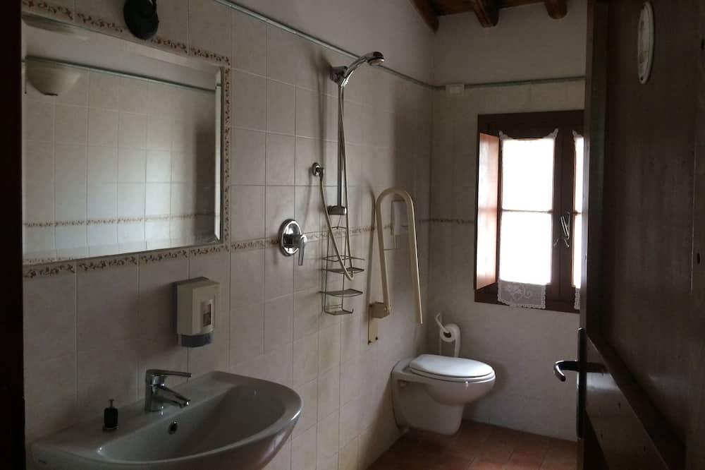 Twin Room (Private External Bathroom) - Bathroom