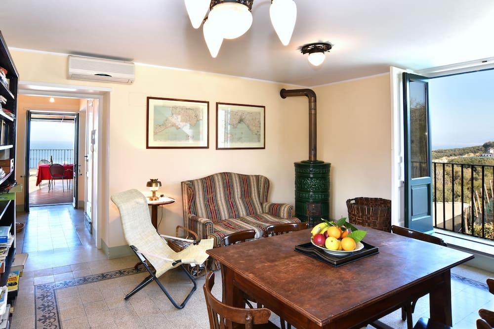 Dvojposchodový apartmán, výhľad na more (Ravello) - Obývacie priestory