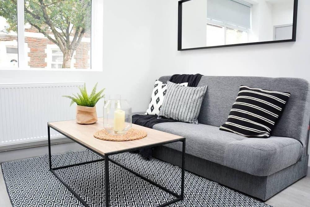 شقة (With Courtyard) - غرفة معيشة