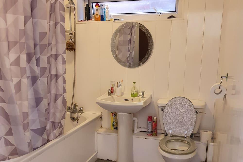Třílůžkový pokoj (1) - Koupelna