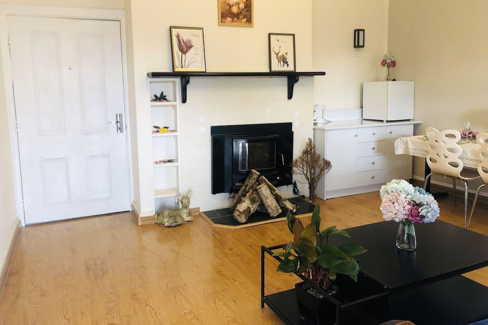 Basic Cabin, 1 King Bed - Living Area