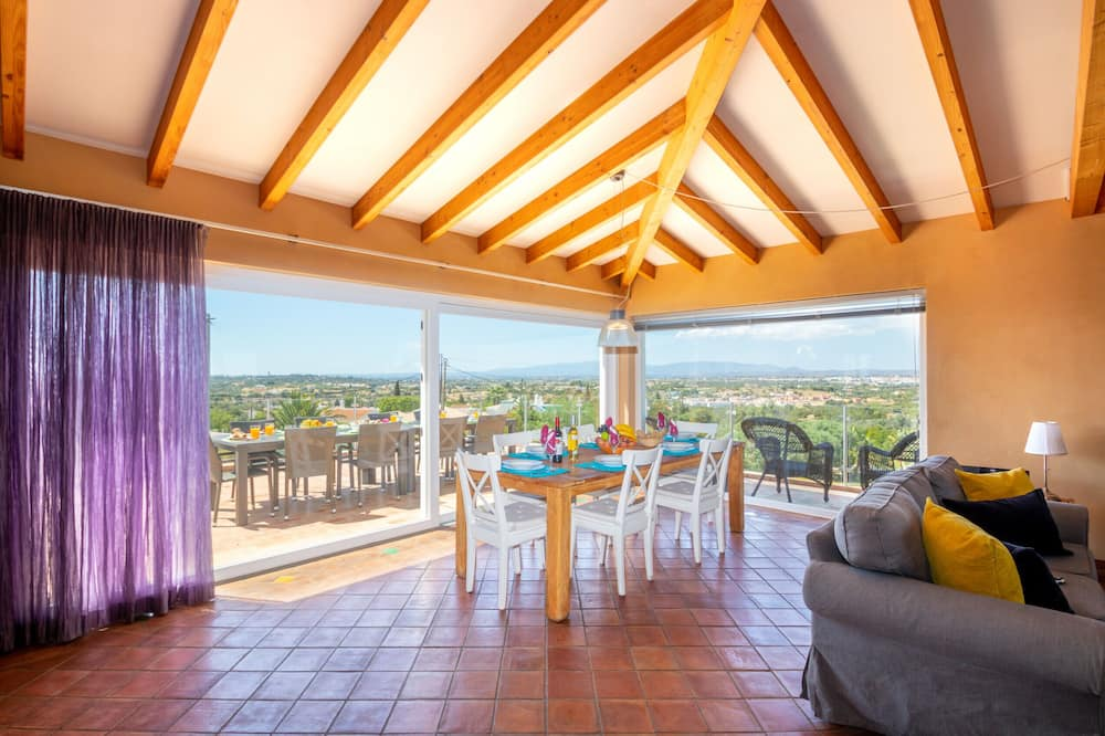 Villa, 5 Bedrooms, Private Pool - Living Area