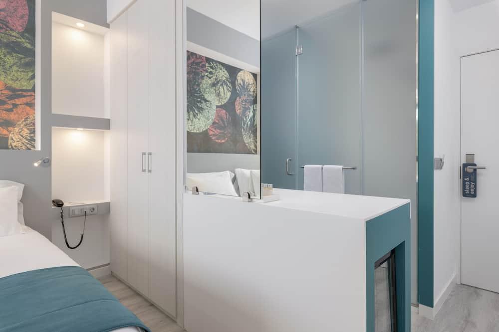 Family Room (3 Adults) - Bathroom