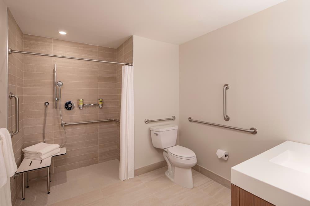 Executive Room, 1 King Bed, City View, Corner - Bathroom