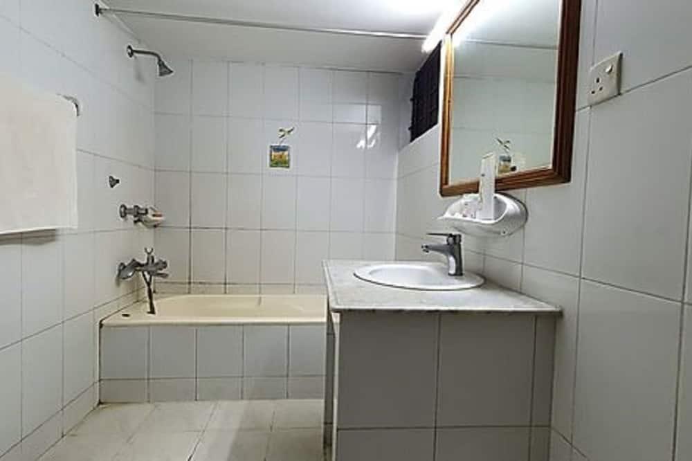 Deluxe Single Room - Bathroom Shower
