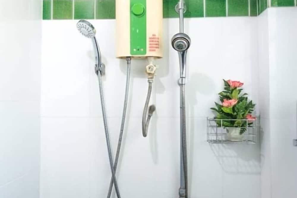 8-Bed Female Dormitory - Salle de bain