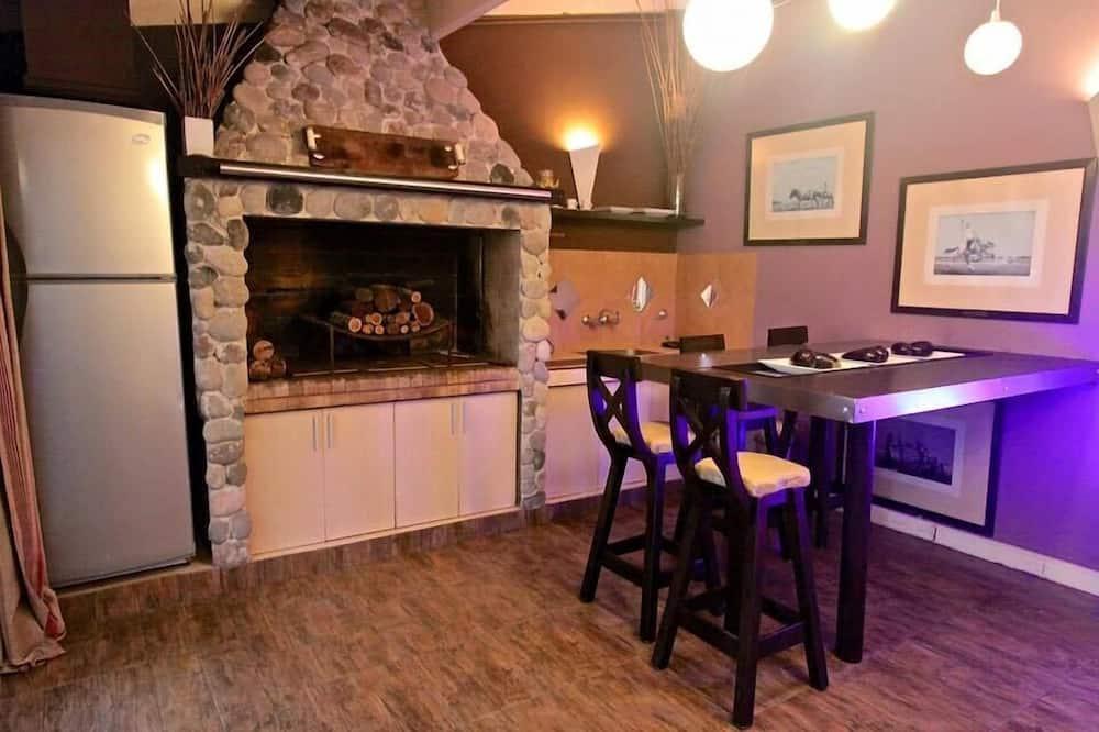 Honeymoon Studio Suite - In-Room Dining