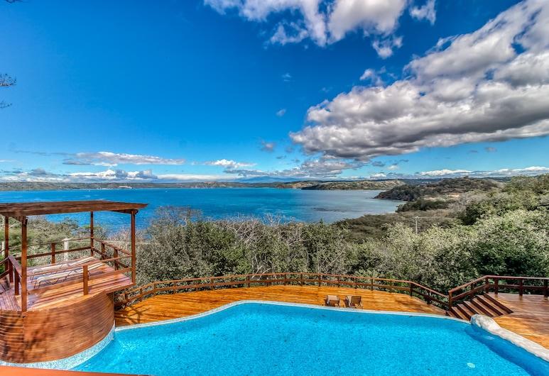 Spectacular Ocean View Home w/ Wrap-around Deck, Private Pool & Grill!, Panama Plajı, Havuz