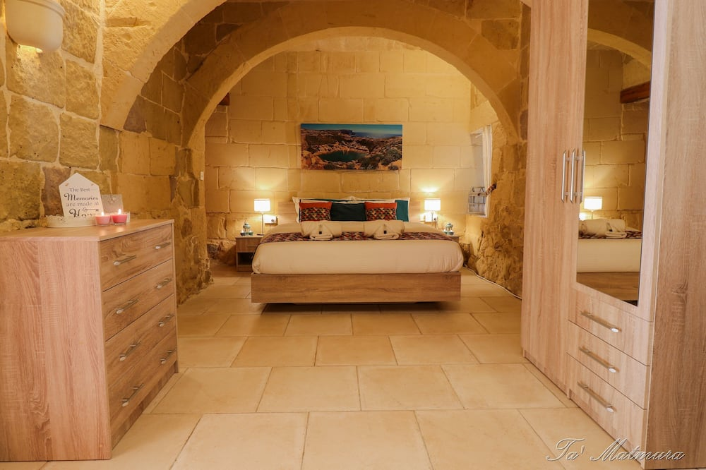 Deluxe Double Room, Non Smoking, Ensuite (2) - Guest Room