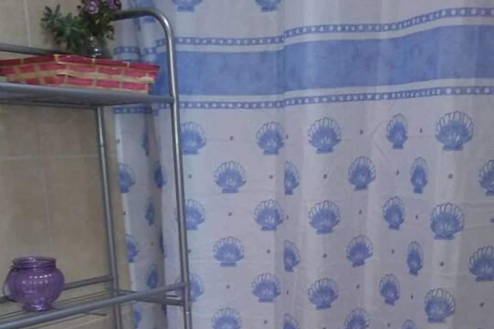 Double Room, 1 Queen Bed - Bathroom