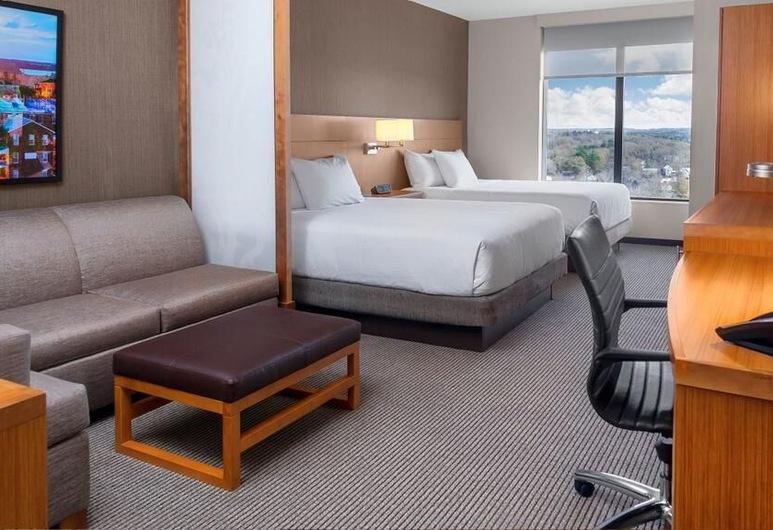 Hyatt Place Kelowna, Келовна, Номер, для людей с ограниченными возможностями (2 Queen Beds with Sofa bed, Shower), Номер