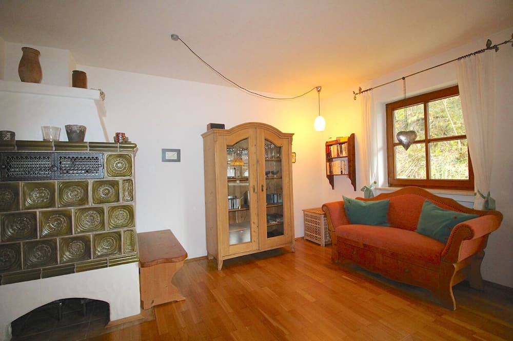Apartment, 2 Bedrooms, Patio, Mountain View (Chalet Adriana) - Living Area