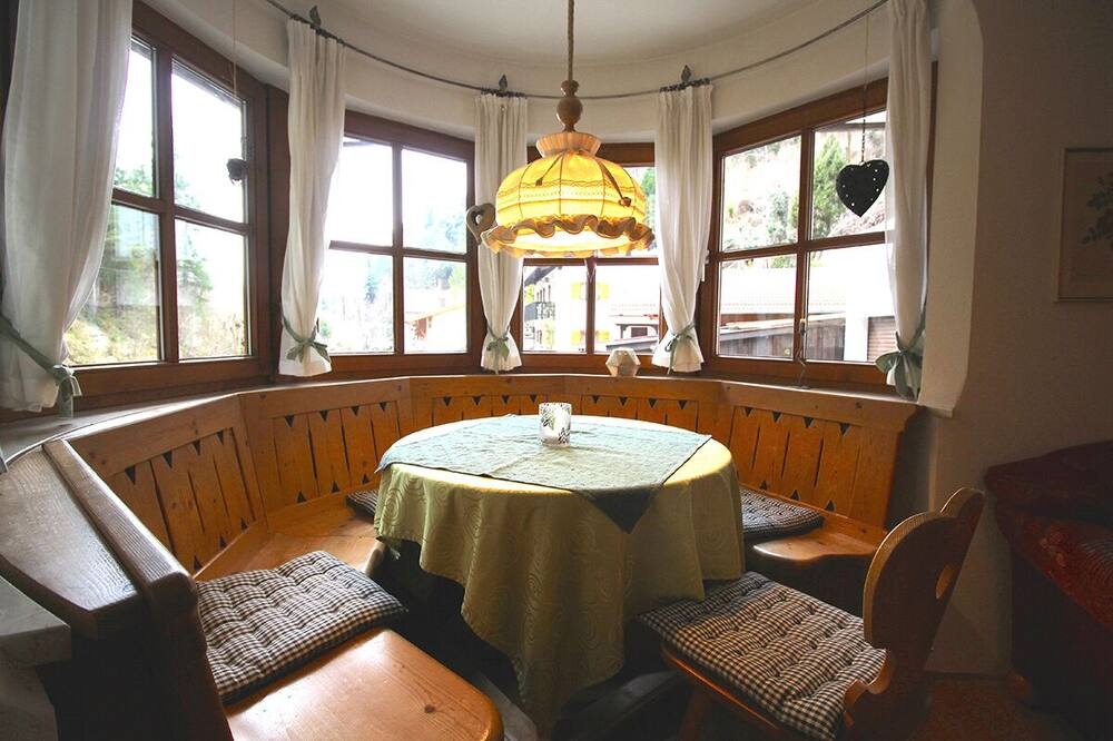 Apartment, 2 Bedrooms, Patio, Mountain View (Chalet Adriana) - In-Room Dining