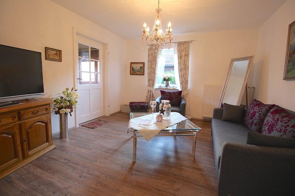 House, 2 Bedrooms, Lanai, Mountain View (Alpenschloss) - Living Room