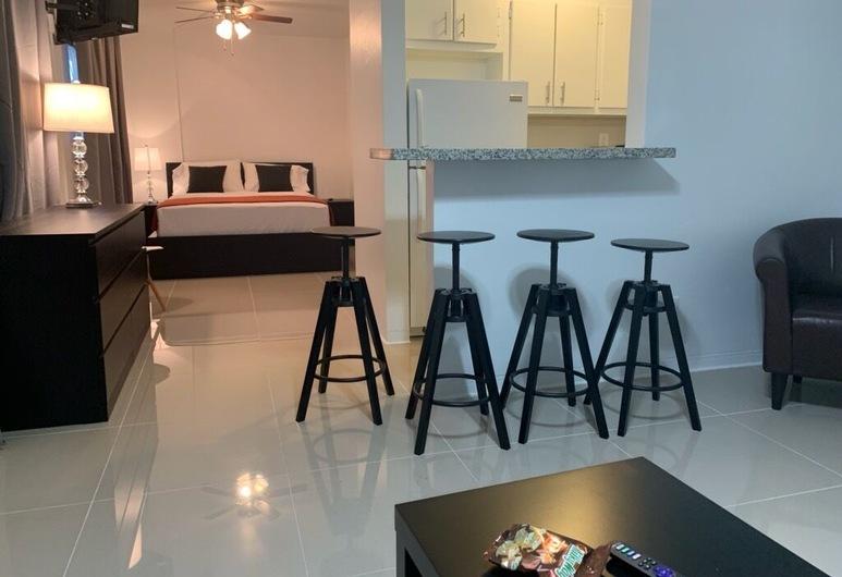 Miami Airport Apartment Inn, Miami, Studio Suite, Living Area
