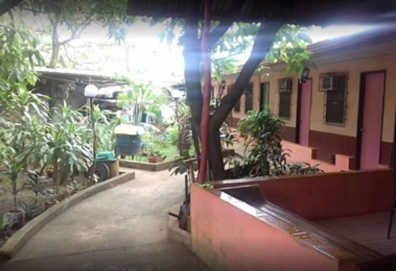 EG Rusiana Boarding House, Claver, Property Grounds