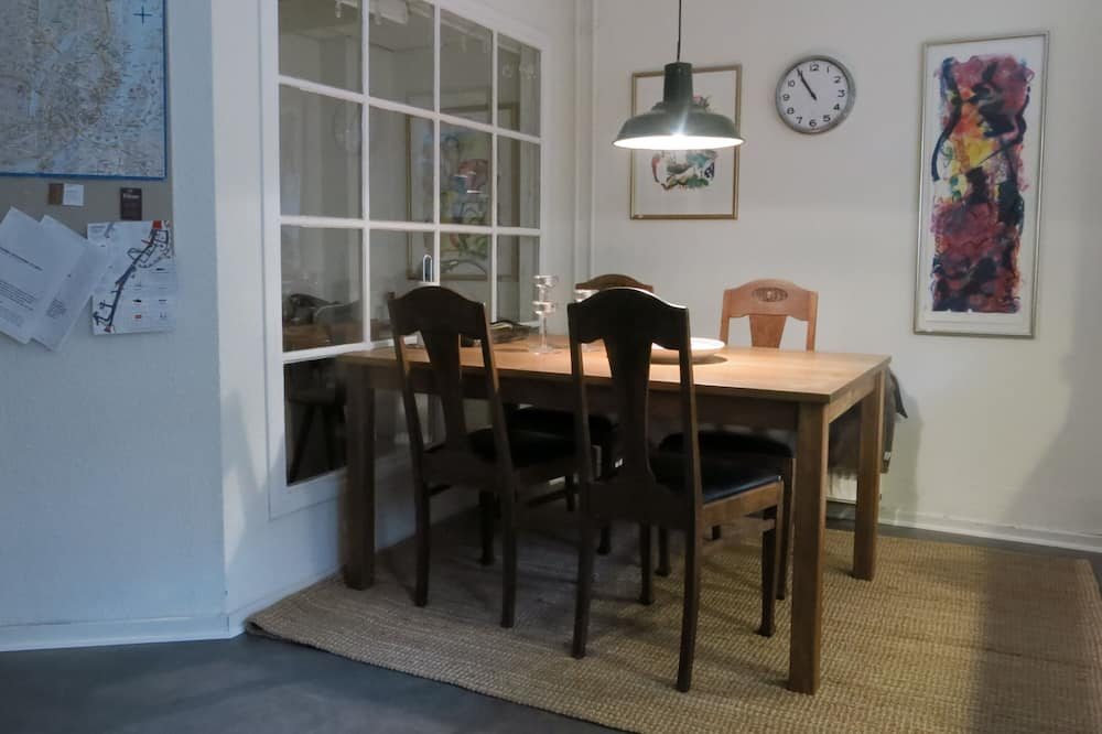 City apartman - Étkezés a szobában