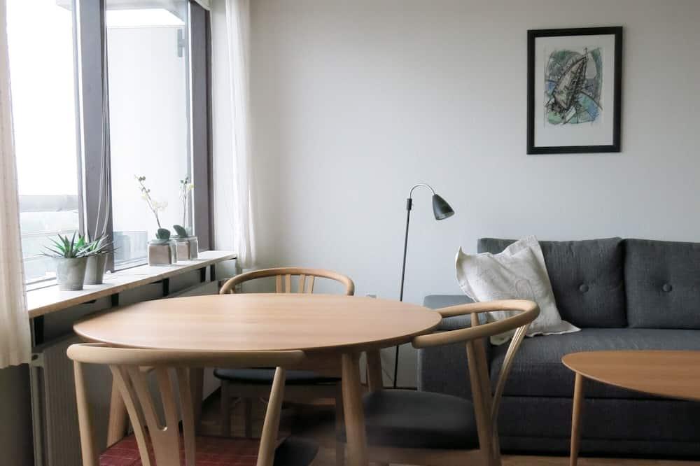 Studio - Tempat Makan dalam Bilik