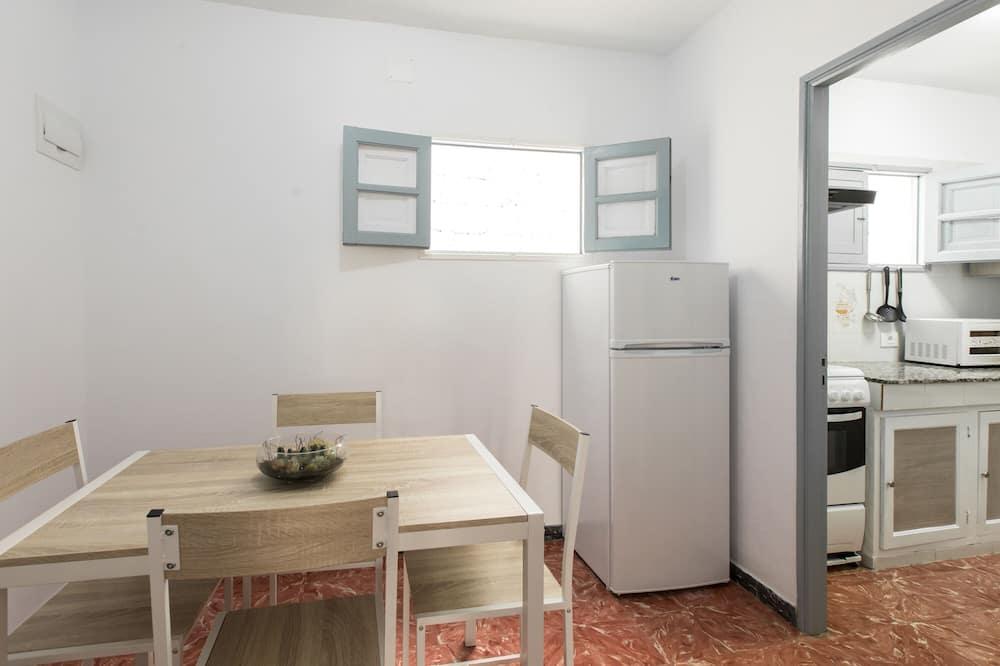 Ev, 2 Yatak Odası - Odada Yemek Servisi