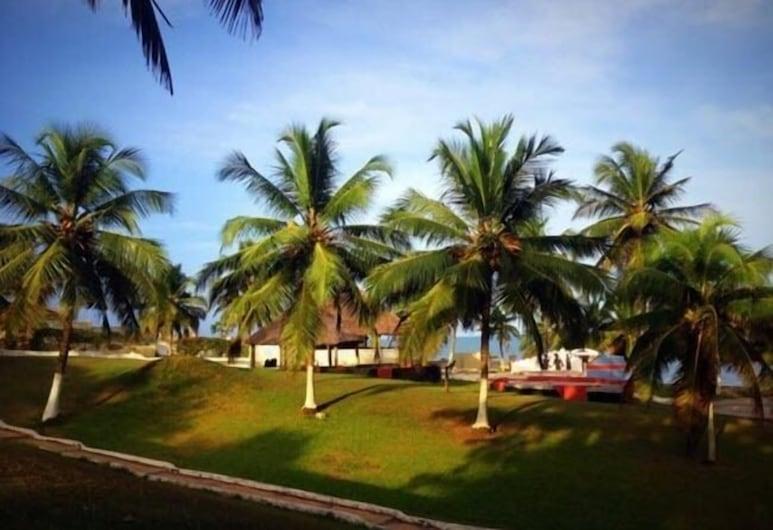 Busia Beach Resort- A Golden Beach Hotel, Busua, Garden