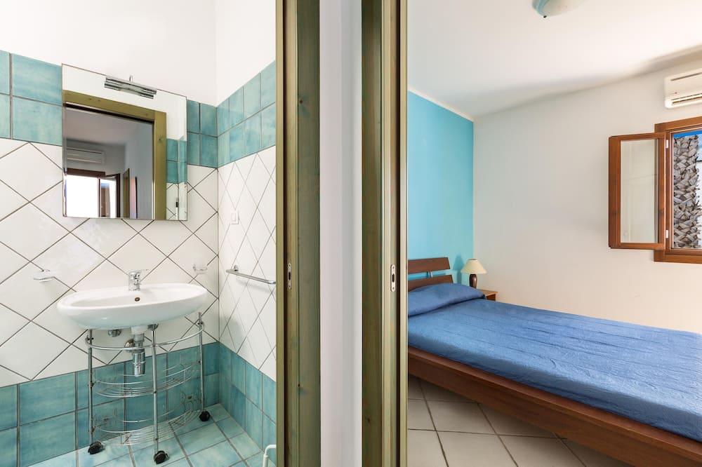 Standartinio tipo namas, 2 miegamieji - Vonios kambarys