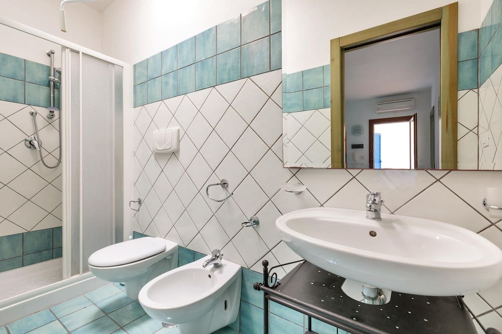 Standard House, 2 Bedrooms - Bilik mandi