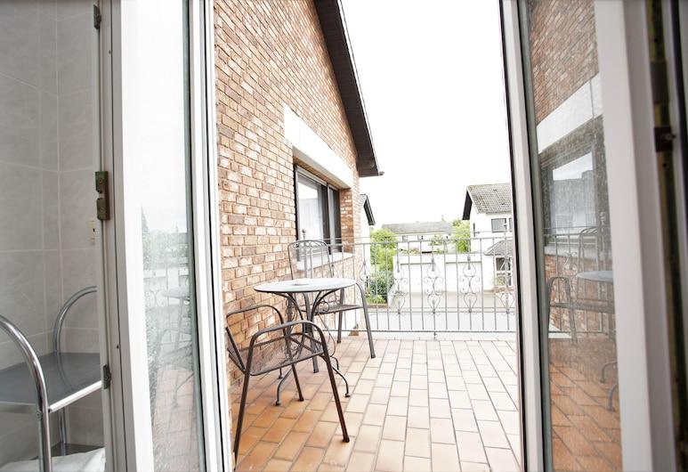 Gästehaus Am Vogelsang, Kerpen, Triple Room, Balcony, Balcony