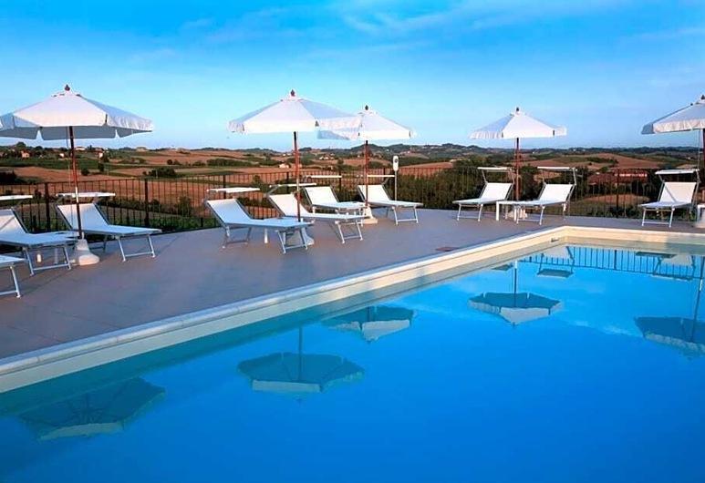Castello di Razzano, The Originals Relais, ألفيانو ناتا, حمام سباحة