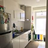 Spoločná zdieľaná izba, len pre ženy, spoločná kúpeľňa (1 bed in 6 Bed Dorm) - Spoločná kuchyňa