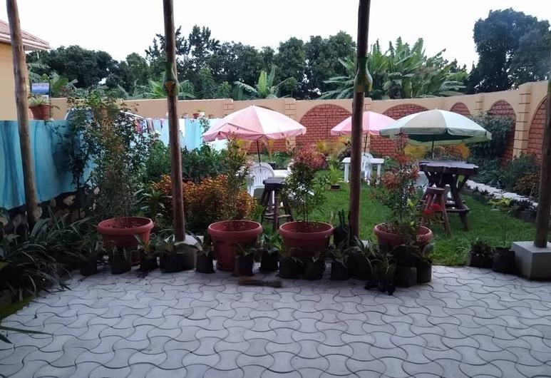 Trinity Motel Entebbe, Ентеббе, Тераса/внутрішній дворик
