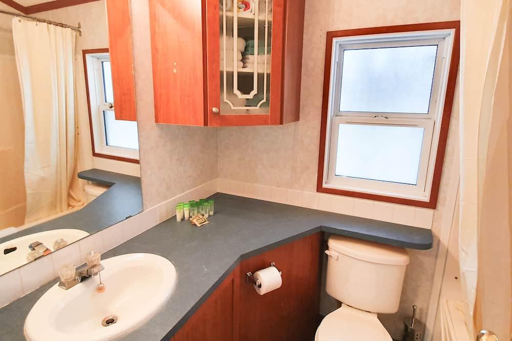 Family Cabin, 3 Bedrooms - Bathroom