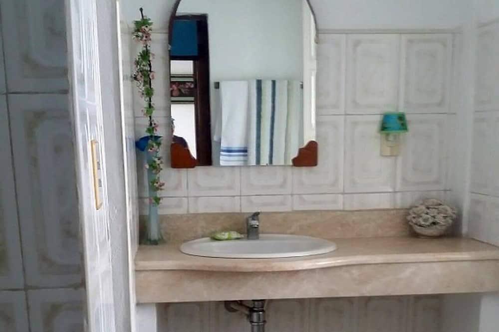 Phòng 3 Exclusive - Phòng tắm