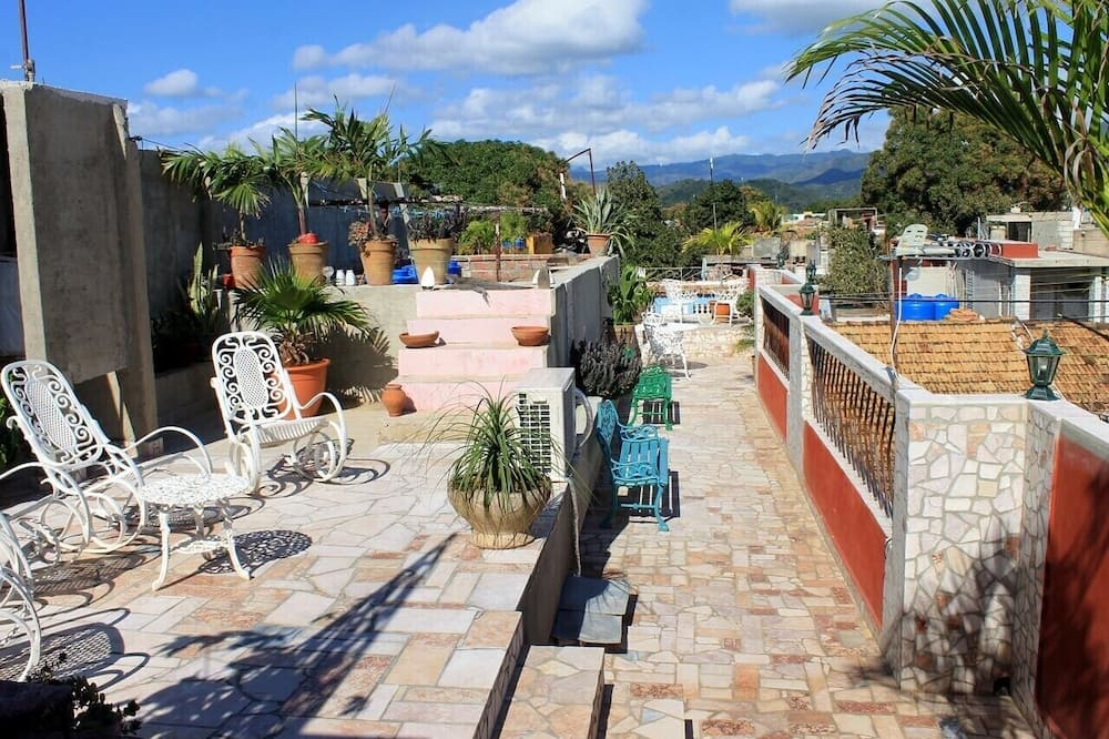 Hostal Colonial Carlos TRINIDAD