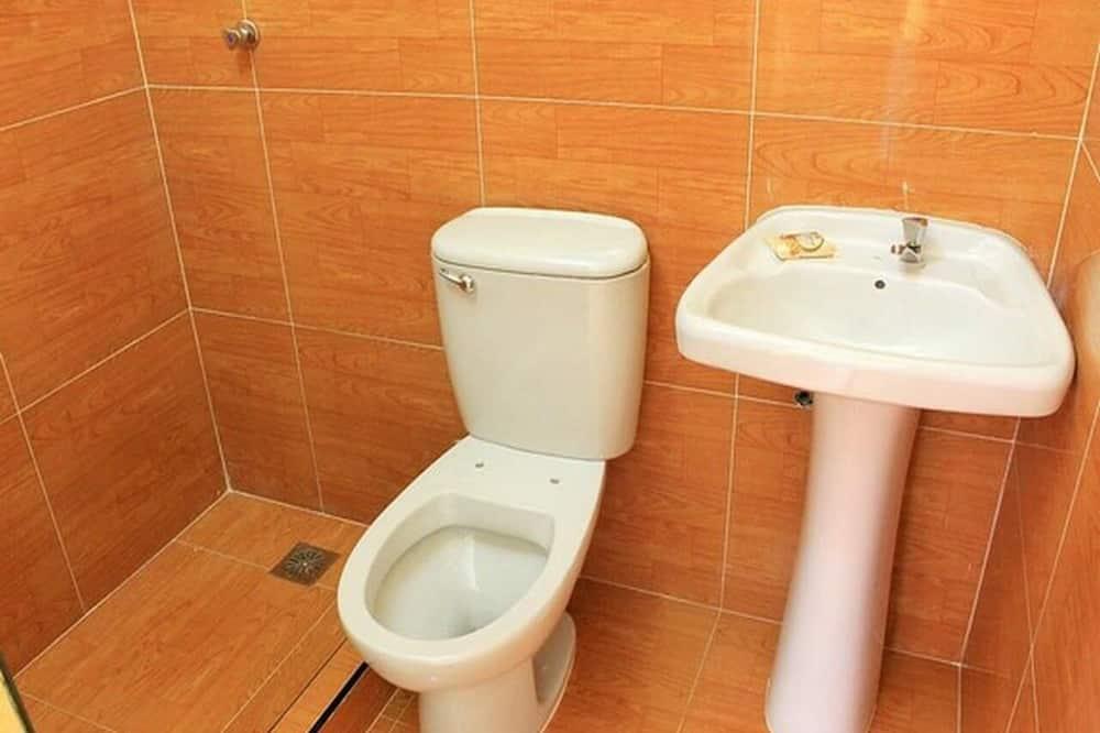 舒适四人房 - 浴室