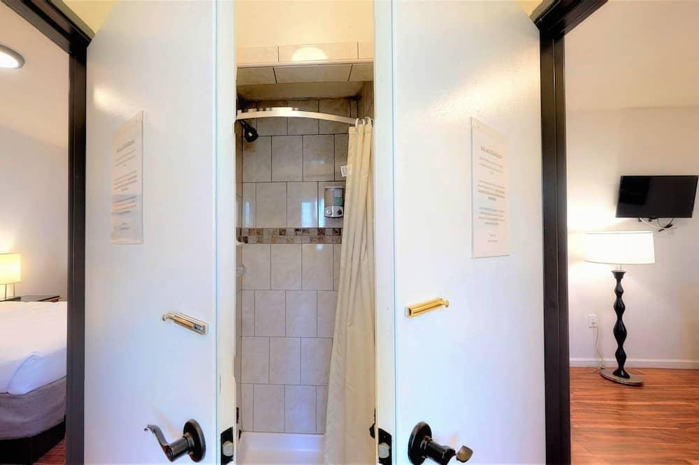 Comfort szoba, 1 kétszemélyes ágy, nemdohányzó, közös fürdőszoba (15) - Fürdőszoba