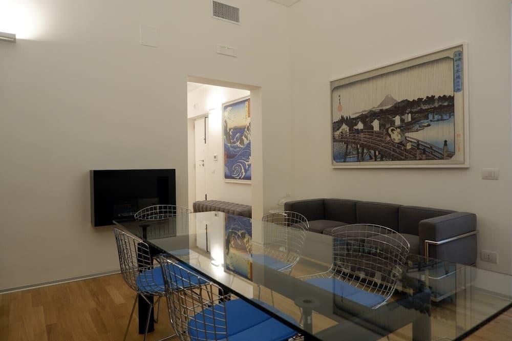 Design Tek Büyük Yataklı Oda, Özel Banyo (External) - Oturma Alanı