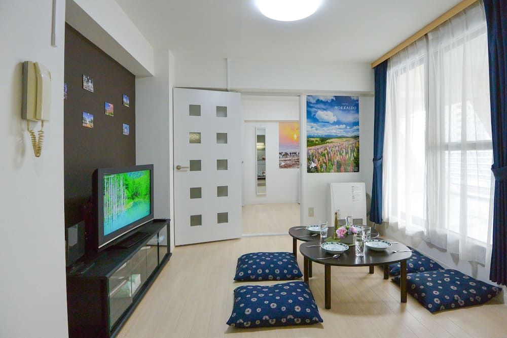 Deluxe Apartment (702) - Living Area