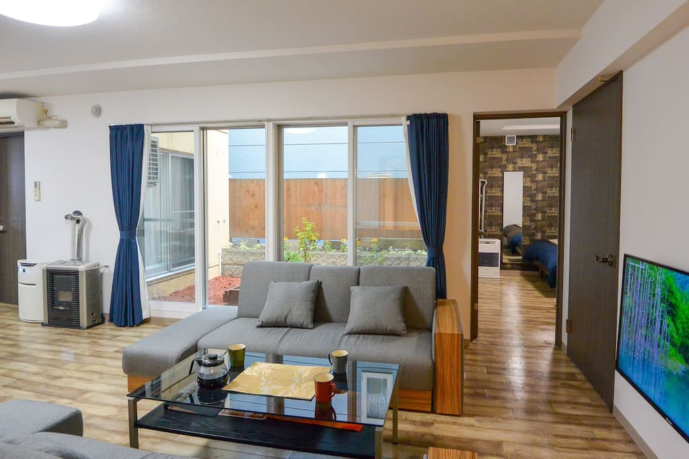 Deluxe Apartment (for 8 Guests) - Living Room