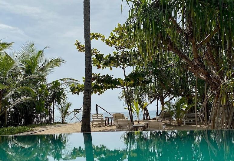 Serein Beach Hotel by DBI, 唐加勒, 游泳池