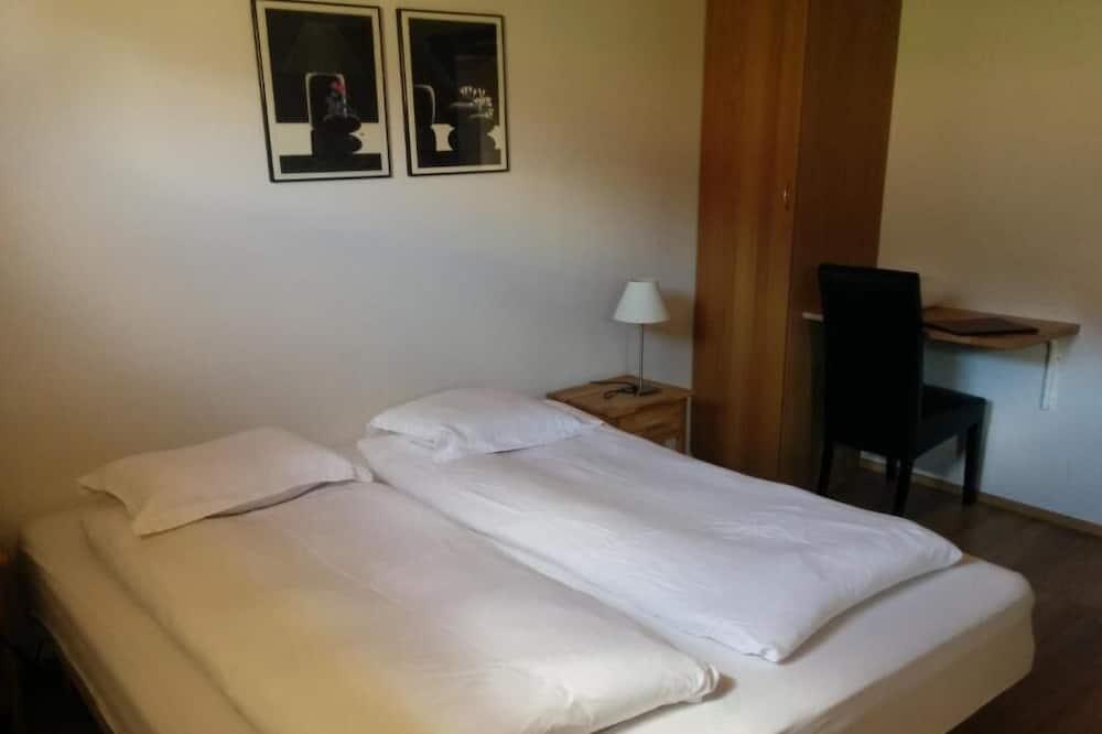 Dobbeltværelse med dobbeltseng eller 2 enkeltsenge - fælles badeværelse - Værelse