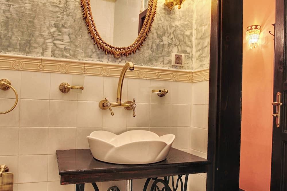 Phòng đôi Economy, Tầng trệt - Phòng tắm